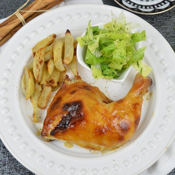 Cuisses de poulet, frites au four et salade verte